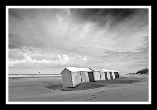 kabine-plage-noir-blanc